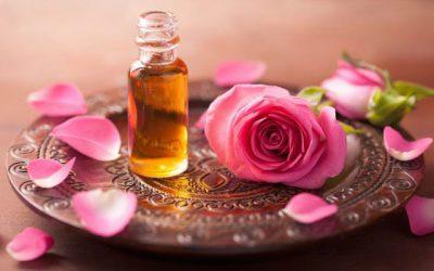 Oli essencial de rosa de Damasc per a la cura del cutis