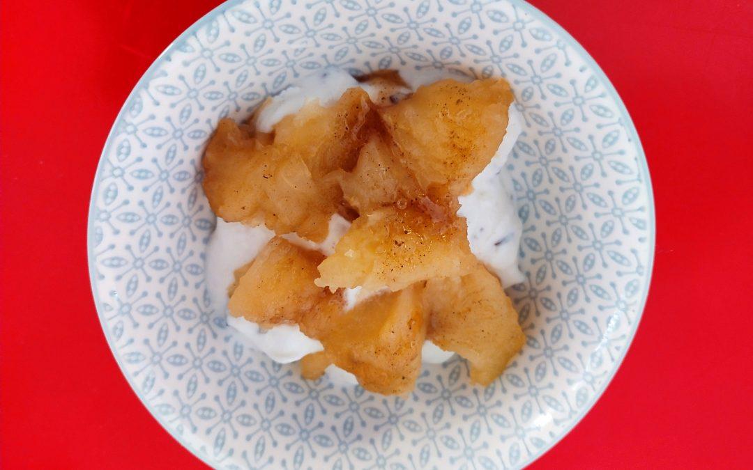 Iogurt amb poma al forn-Esmorzar